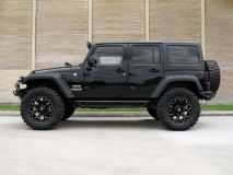 American_Custom_Jeep_BlackHawk_6